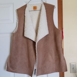 NWT Ruby Rd.  Petite L suede vest with soft fuzzy